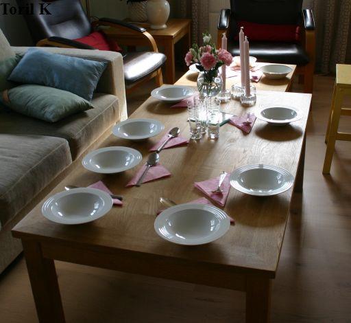 200816_ferdig_pyntet_middagsbord6
