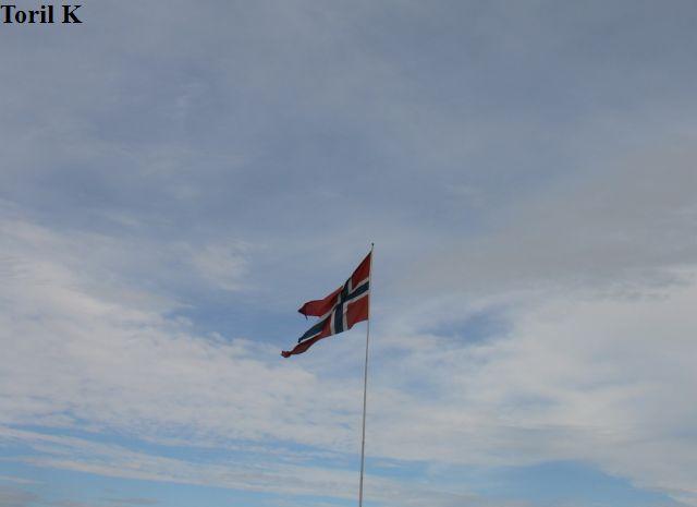 210816_flagg_festningen4